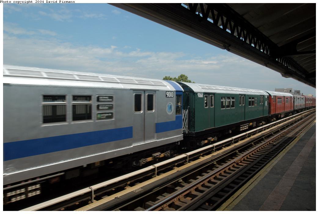 (142k, 1044x701)<br><b>Country:</b> United States<br><b>City:</b> New York<br><b>System:</b> New York City Transit<br><b>Line:</b> BMT Astoria Line<br><b>Location:</b> Broadway<br><b>Route:</b> Fan Trip<br><b>Car:</b> R-33 Main Line (St. Louis, 1962-63) 9068 <br><b>Photo by:</b> David Pirmann<br><b>Date:</b> 6/19/2004<br><b>Viewed (this week/total):</b> 2 / 3614
