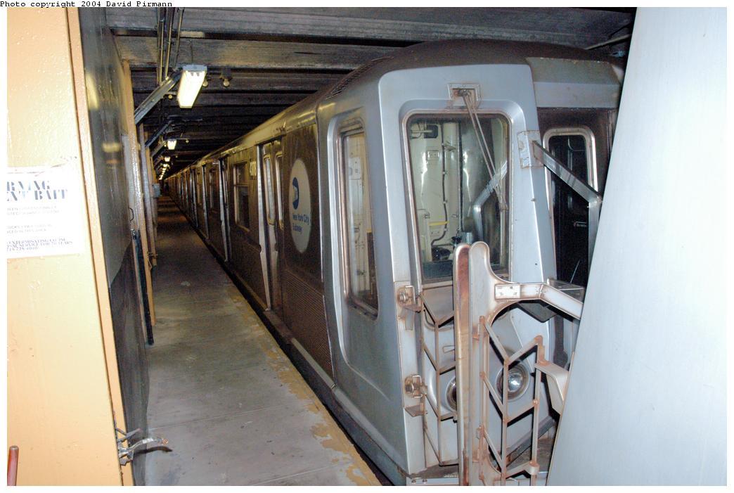 (152k, 1044x701)<br><b>Country:</b> United States<br><b>City:</b> New York<br><b>System:</b> New York City Transit<br><b>Line:</b> BMT Broadway Line<br><b>Location:</b> City Hall Lower Level<br><b>Car:</b> R-40 (St. Louis, 1968) 4378 <br><b>Photo by:</b> David Pirmann<br><b>Date:</b> 6/19/2004<br><b>Notes:</b> View of west platform<br><b>Viewed (this week/total):</b> 6 / 11059