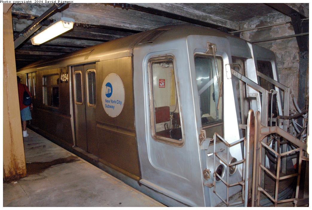 (157k, 1044x701)<br><b>Country:</b> United States<br><b>City:</b> New York<br><b>System:</b> New York City Transit<br><b>Line:</b> BMT Broadway Line<br><b>Location:</b> City Hall Lower Level<br><b>Car:</b> R-40 (St. Louis, 1968) 4254 <br><b>Photo by:</b> David Pirmann<br><b>Date:</b> 6/19/2004<br><b>Notes:</b> View of west platform<br><b>Viewed (this week/total):</b> 2 / 7122