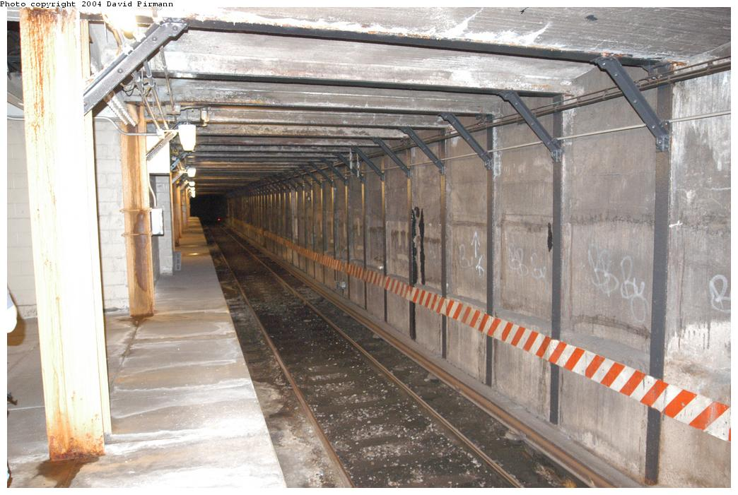 (161k, 1044x701)<br><b>Country:</b> United States<br><b>City:</b> New York<br><b>System:</b> New York City Transit<br><b>Line:</b> BMT Broadway Line<br><b>Location:</b> City Hall Lower Level<br><b>Photo by:</b> David Pirmann<br><b>Date:</b> 6/19/2004<br><b>Notes:</b> View of easternmost trackway<br><b>Viewed (this week/total):</b> 4 / 21361