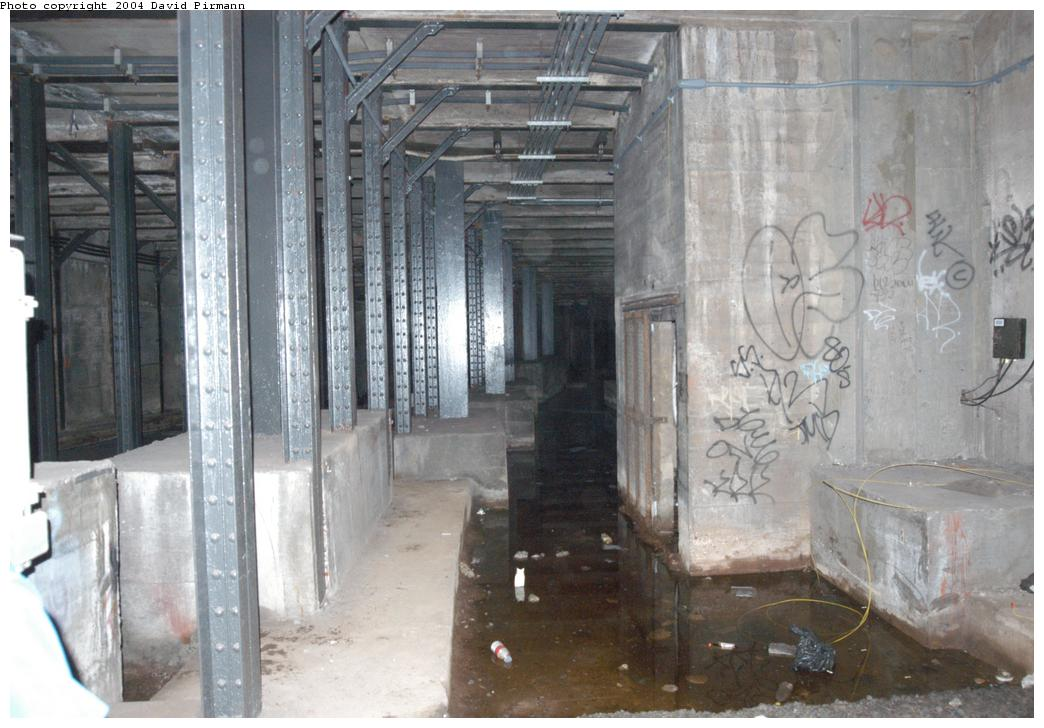 (156k, 1044x728)<br><b>Country:</b> United States<br><b>City:</b> New York<br><b>System:</b> New York City Transit<br><b>Line:</b> BMT Broadway Line<br><b>Location:</b> City Hall Lower Level<br><b>Photo by:</b> David Pirmann<br><b>Date:</b> 6/19/2004<br><b>Notes:</b> View from east platform of center trackway, south of station<br><b>Viewed (this week/total):</b> 8 / 19995