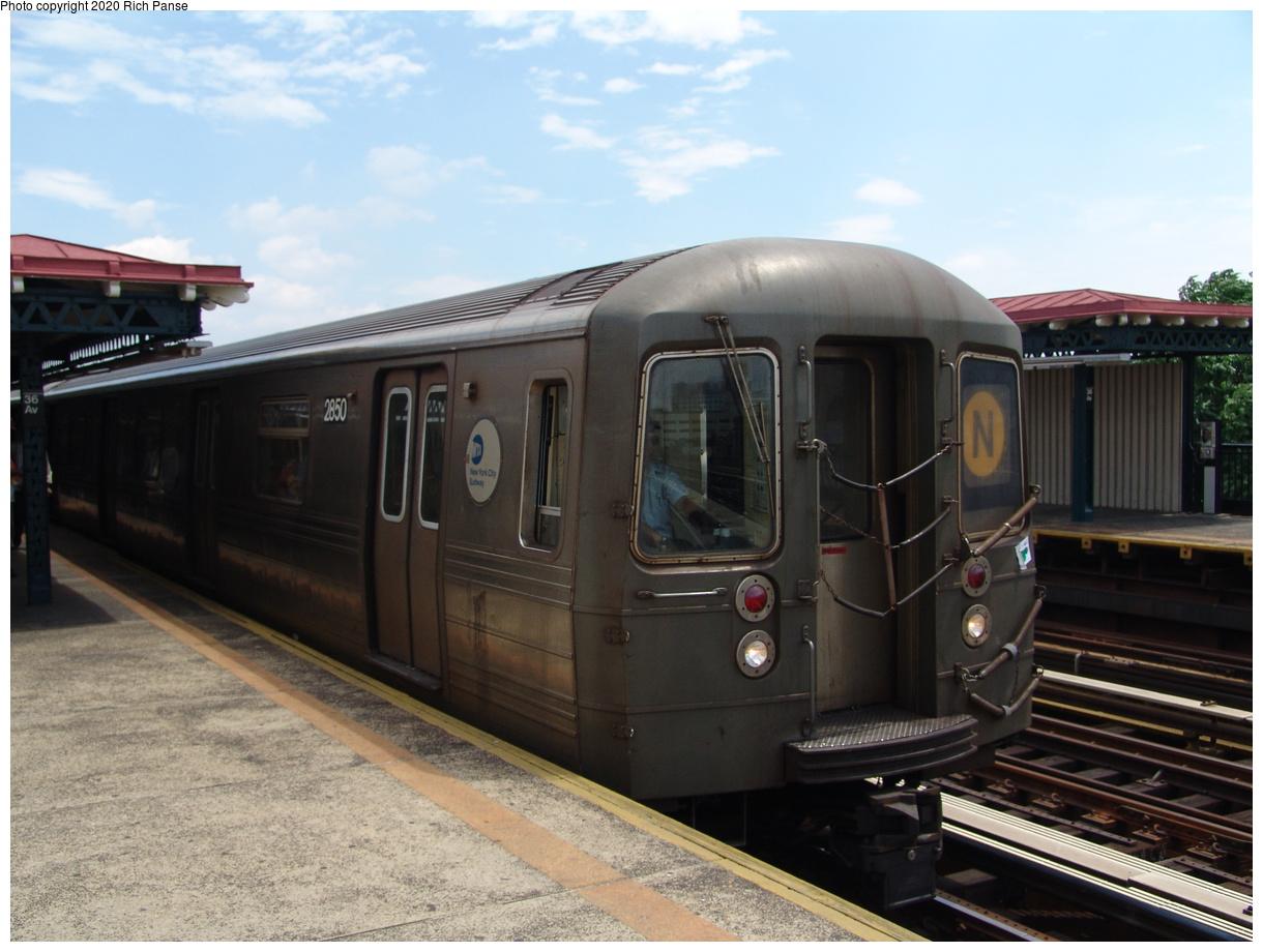 (359k, 1220x920)<br><b>Country:</b> United States<br><b>City:</b> New York<br><b>System:</b> New York City Transit<br><b>Line:</b> BMT Astoria Line<br><b>Location:</b> 36th/Washington Aves.<br><b>Route:</b> N<br><b>Car:</b> R-68 (Westinghouse-Amrail, 1986-1988) 2850 <br><b>Photo by:</b> Richard Panse<br><b>Date:</b> 6/19/2004<br><b>Viewed (this week/total):</b> 6 / 3621