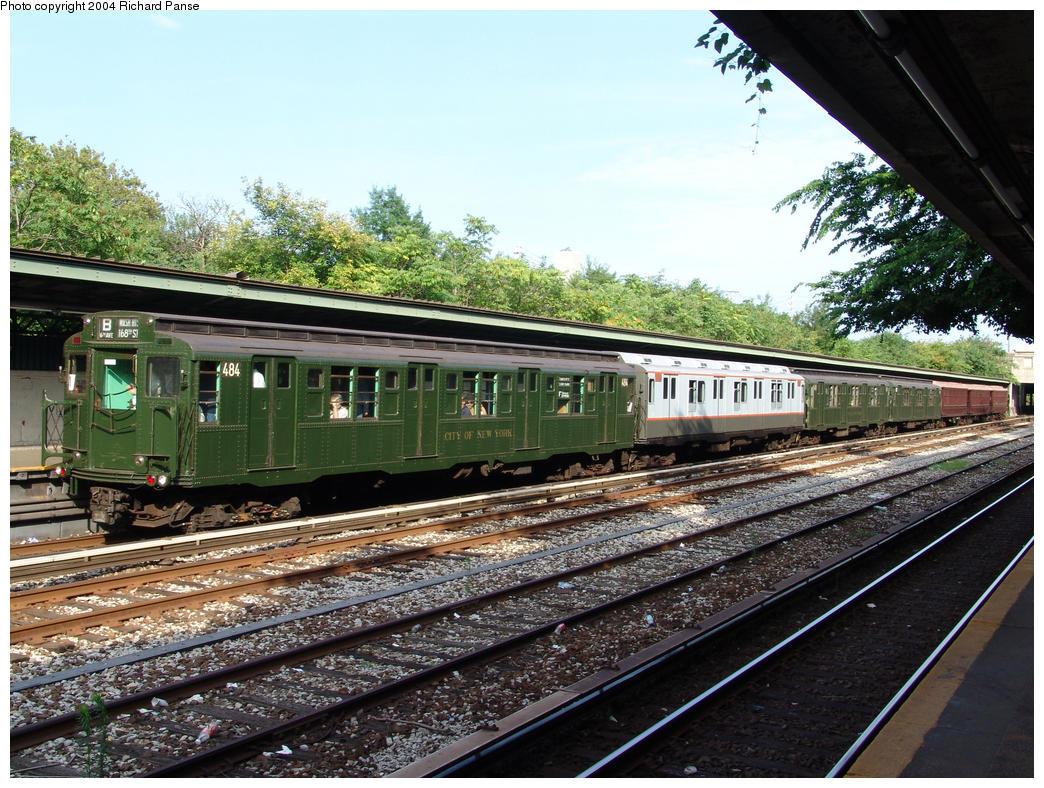 (221k, 1044x788)<br><b>Country:</b> United States<br><b>City:</b> New York<br><b>System:</b> New York City Transit<br><b>Line:</b> BMT Sea Beach Line<br><b>Location:</b> Fort Hamilton Parkway<br><b>Route:</b> Fan Trip<br><b>Car:</b> R-4 (American Car & Foundry, 1932-1933) 484 <br><b>Photo by:</b> Richard Panse<br><b>Date:</b> 7/25/2004<br><b>Viewed (this week/total):</b> 0 / 3561