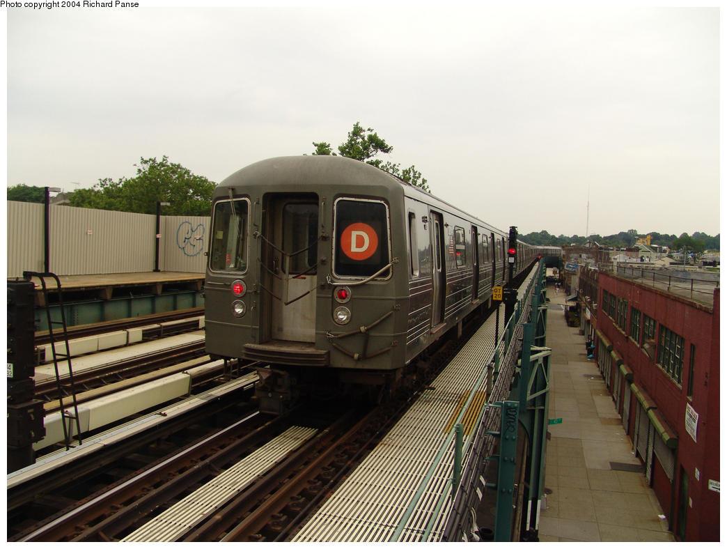 (154k, 1044x788)<br><b>Country:</b> United States<br><b>City:</b> New York<br><b>System:</b> New York City Transit<br><b>Line:</b> BMT West End Line<br><b>Location:</b> Fort Hamilton Parkway<br><b>Route:</b> D<br><b>Car:</b> R-68 (Westinghouse-Amrail, 1986-1988) 2704 <br><b>Photo by:</b> Richard Panse<br><b>Date:</b> 7/18/2004<br><b>Viewed (this week/total):</b> 0 / 3693