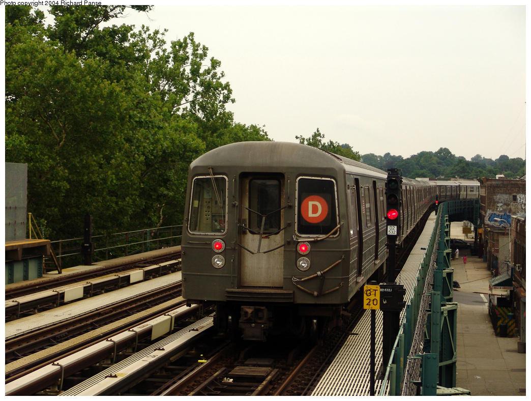(190k, 1044x788)<br><b>Country:</b> United States<br><b>City:</b> New York<br><b>System:</b> New York City Transit<br><b>Line:</b> BMT West End Line<br><b>Location:</b> Fort Hamilton Parkway<br><b>Route:</b> D<br><b>Car:</b> R-68 (Westinghouse-Amrail, 1986-1988)  <br><b>Photo by:</b> Richard Panse<br><b>Date:</b> 7/18/2004<br><b>Viewed (this week/total):</b> 0 / 3734