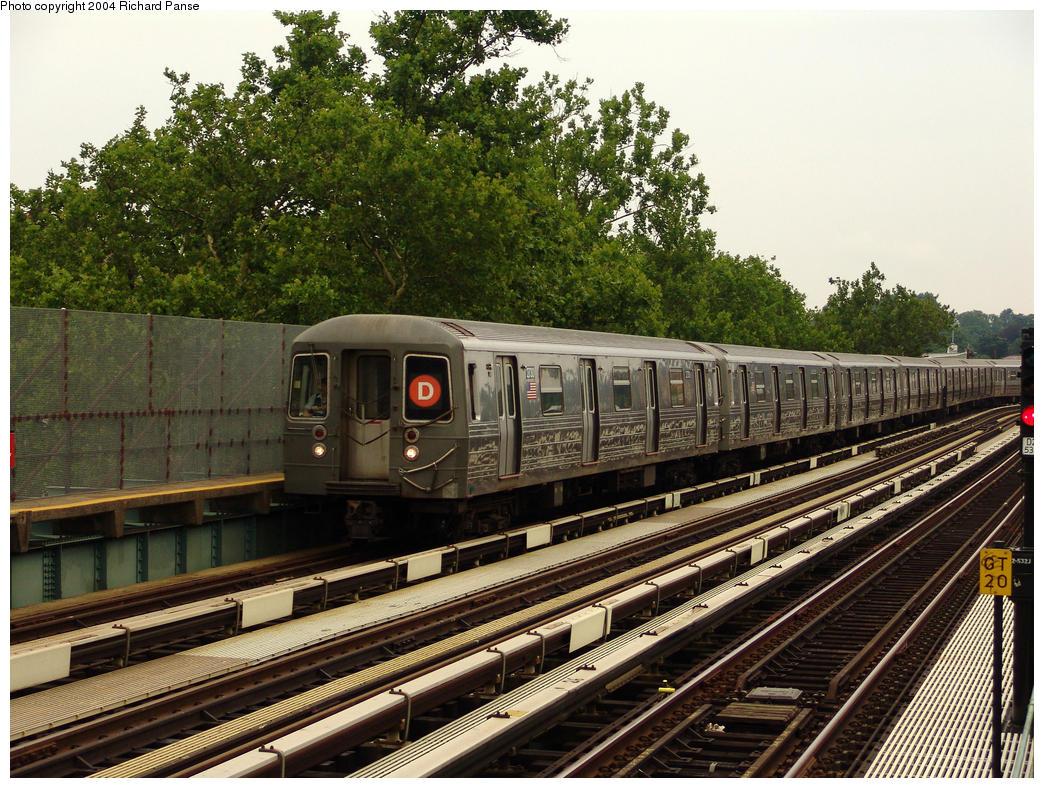 (231k, 1044x788)<br><b>Country:</b> United States<br><b>City:</b> New York<br><b>System:</b> New York City Transit<br><b>Line:</b> BMT West End Line<br><b>Location:</b> Fort Hamilton Parkway<br><b>Route:</b> D<br><b>Car:</b> R-68 (Westinghouse-Amrail, 1986-1988) 2730 <br><b>Photo by:</b> Richard Panse<br><b>Date:</b> 7/18/2004<br><b>Viewed (this week/total):</b> 1 / 3698