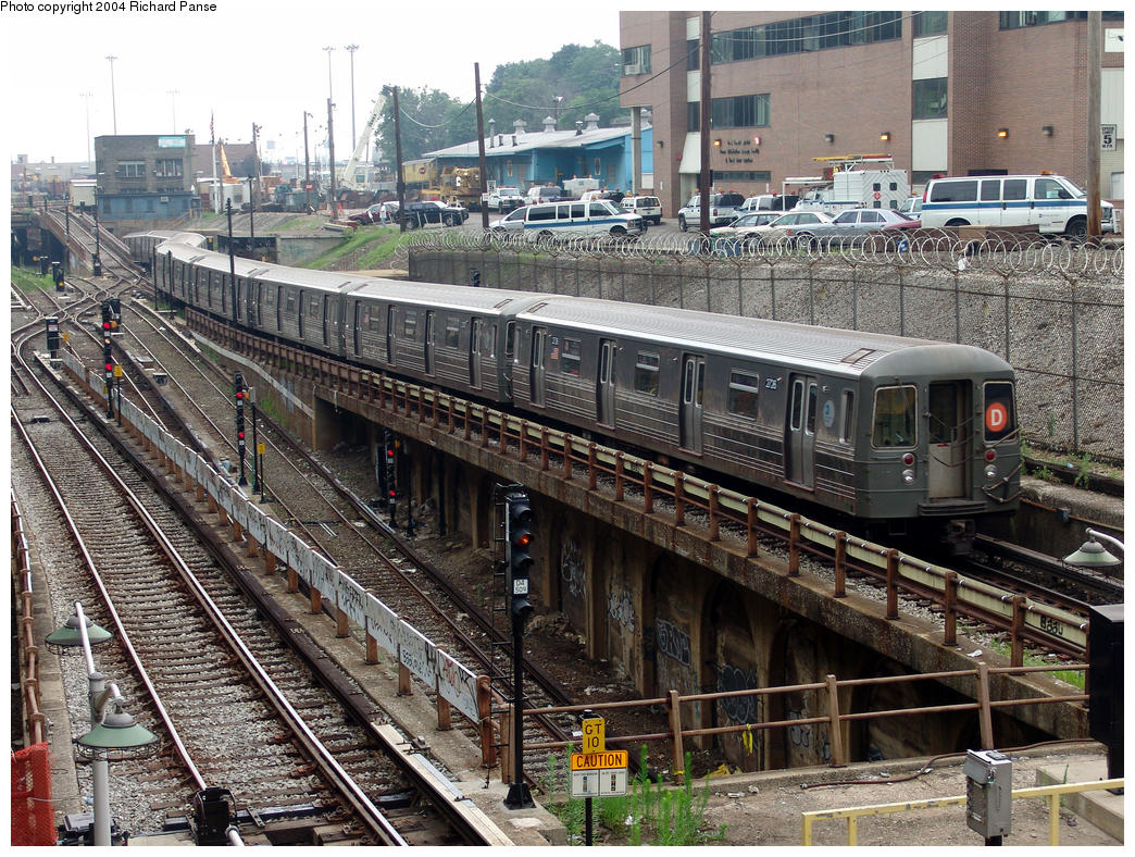 (255k, 1044x788)<br><b>Country:</b> United States<br><b>City:</b> New York<br><b>System:</b> New York City Transit<br><b>Line:</b> BMT West End Line<br><b>Location:</b> 9th Avenue<br><b>Route:</b> D<br><b>Car:</b> R-68 (Westinghouse-Amrail, 1986-1988) 2726 <br><b>Photo by:</b> Richard Panse<br><b>Date:</b> 7/18/2004<br><b>Viewed (this week/total):</b> 0 / 7224