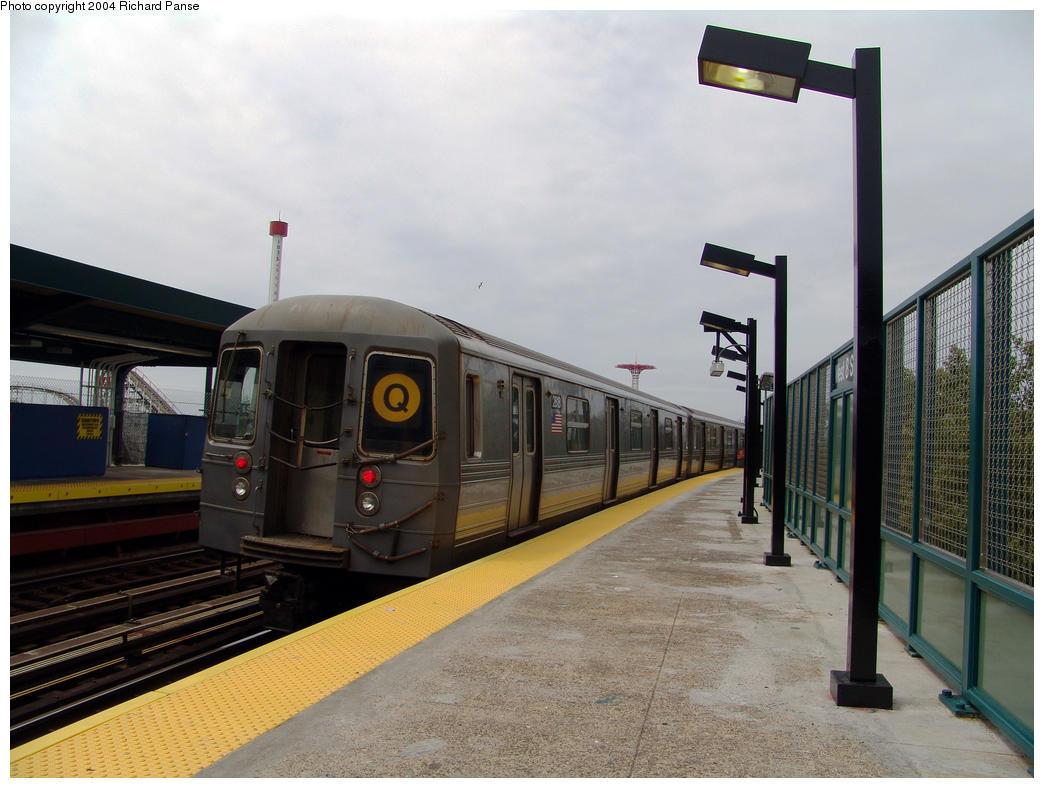 (143k, 1044x788)<br><b>Country:</b> United States<br><b>City:</b> New York<br><b>System:</b> New York City Transit<br><b>Line:</b> BMT Brighton Line<br><b>Location:</b> West 8th Street<br><b>Route:</b> Q<br><b>Car:</b> R-68 (Westinghouse-Amrail, 1986-1988) 2818 <br><b>Photo by:</b> Richard Panse<br><b>Date:</b> 7/25/2004<br><b>Viewed (this week/total):</b> 2 / 4152