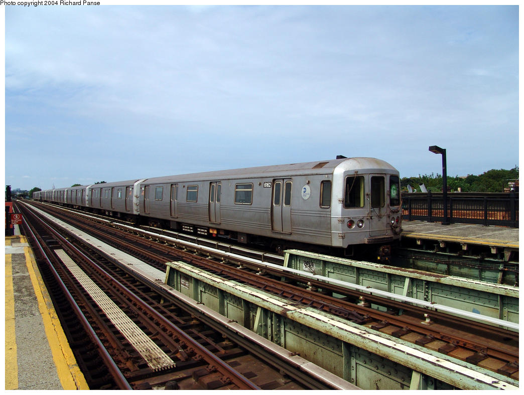 (171k, 1044x788)<br><b>Country:</b> United States<br><b>City:</b> New York<br><b>System:</b> New York City Transit<br><b>Line:</b> BMT Culver Line<br><b>Location:</b> Avenue I<br><b>Route:</b> G<br><b>Car:</b> R-46 (Pullman-Standard, 1974-75) 6162 <br><b>Photo by:</b> Richard Panse<br><b>Date:</b> 7/25/2004<br><b>Viewed (this week/total):</b> 1 / 3442