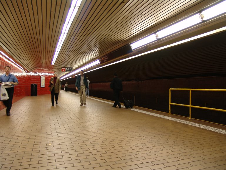 (110k, 769x577)<br><b>Country:</b> United States<br><b>City:</b> New York<br><b>System:</b> New York City Transit<br><b>Line:</b> IND 63rd Street Line<br><b>Location:</b> Lexington Avenue-63rd Street<br><b>Photo by:</b> Richard Panse<br><b>Date:</b> 10/13/2004<br><b>Viewed (this week/total):</b> 2 / 4299