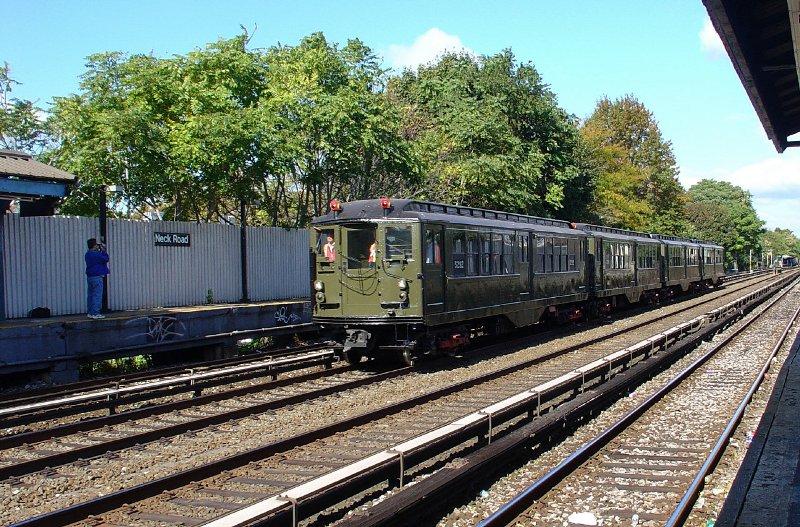 (170k, 800x527)<br><b>Country:</b> United States<br><b>City:</b> New York<br><b>System:</b> New York City Transit<br><b>Line:</b> BMT Brighton Line<br><b>Location:</b> Neck Road<br><b>Route:</b> Fan Trip<br><b>Car:</b> Low-V (Museum Train) 5292 <br><b>Photo by:</b> Fred Guenther<br><b>Date:</b> 10/23/2004<br><b>Viewed (this week/total):</b> 0 / 4132
