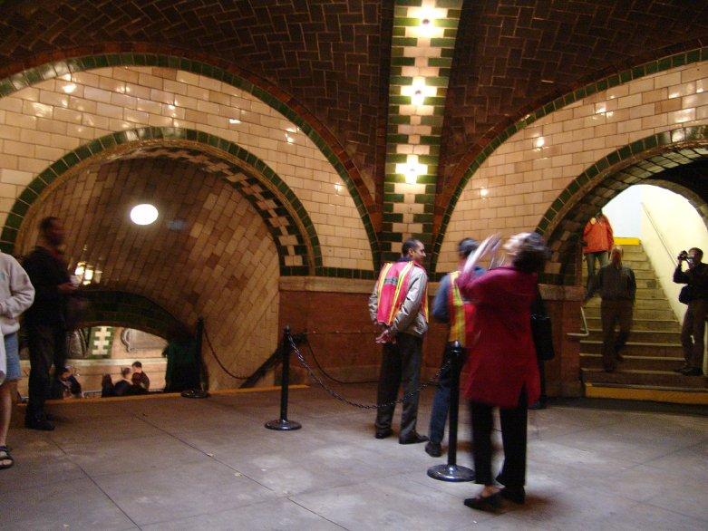 (95k, 781x586)<br><b>Country:</b> United States<br><b>City:</b> New York<br><b>System:</b> New York City Transit<br><b>Line:</b> IRT East Side Line<br><b>Location:</b> City Hall<br><b>Photo by:</b> Richard Panse<br><b>Date:</b> 10/27/2004<br><b>Viewed (this week/total):</b> 0 / 24610