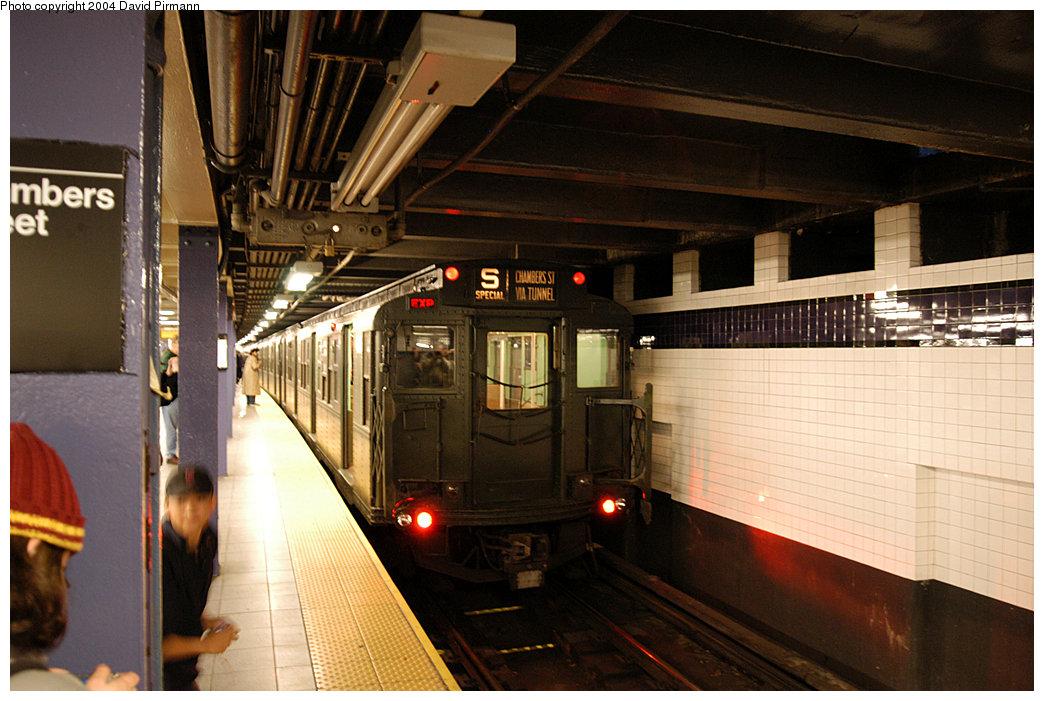 (251k, 1044x701)<br><b>Country:</b> United States<br><b>City:</b> New York<br><b>System:</b> New York City Transit<br><b>Line:</b> IND 8th Avenue Line<br><b>Location:</b> Chambers Street/World Trade Center<br><b>Route:</b> Fan Trip<br><b>Car:</b> R-4 (American Car & Foundry, 1932-1933) 484 <br><b>Photo by:</b> David Pirmann<br><b>Date:</b> 11/6/2004<br><b>Viewed (this week/total):</b> 1 / 4472