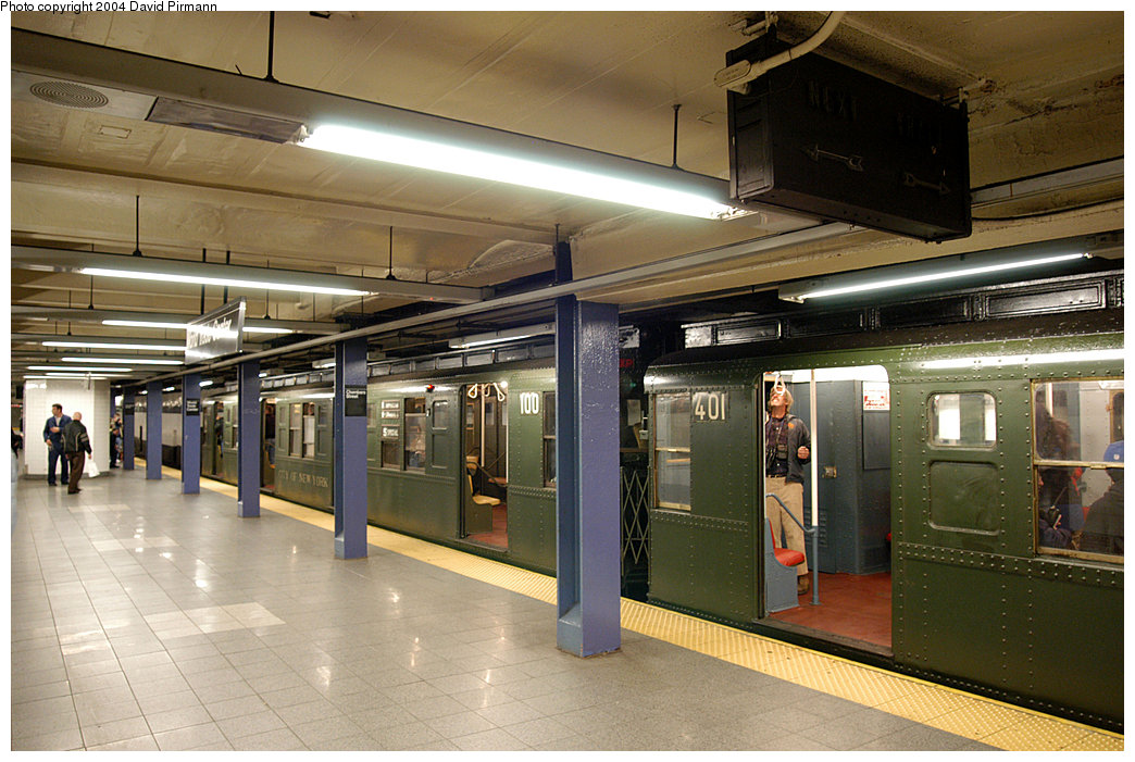 (259k, 1044x701)<br><b>Country:</b> United States<br><b>City:</b> New York<br><b>System:</b> New York City Transit<br><b>Line:</b> IND 8th Avenue Line<br><b>Location:</b> Chambers Street/World Trade Center<br><b>Route:</b> Fan Trip<br><b>Car:</b> R-4 (American Car & Foundry, 1932-1933) 401-100 <br><b>Photo by:</b> David Pirmann<br><b>Date:</b> 11/6/2004<br><b>Viewed (this week/total):</b> 4 / 4259