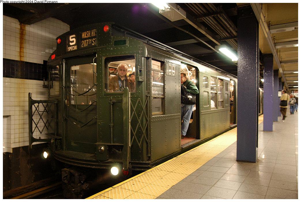 (256k, 1044x701)<br><b>Country:</b> United States<br><b>City:</b> New York<br><b>System:</b> New York City Transit<br><b>Line:</b> IND 8th Avenue Line<br><b>Location:</b> Chambers Street/World Trade Center<br><b>Route:</b> Fan Trip<br><b>Car:</b> R-1 (American Car & Foundry, 1930-1931) 100 <br><b>Photo by:</b> David Pirmann<br><b>Date:</b> 11/6/2004<br><b>Viewed (this week/total):</b> 1 / 4417