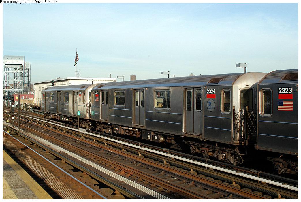 (262k, 1044x701)<br><b>Country:</b> United States<br><b>City:</b> New York<br><b>System:</b> New York City Transit<br><b>Line:</b> IRT West Side Line<br><b>Location:</b> 215th Street<br><b>Route:</b> 1<br><b>Car:</b> R-62A (Bombardier, 1984-1987) 2324 <br><b>Photo by:</b> David Pirmann<br><b>Date:</b> 11/6/2004<br><b>Viewed (this week/total):</b> 2 / 3700