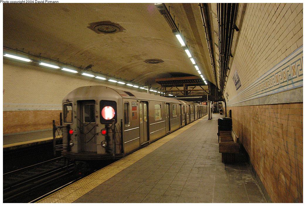 (323k, 1044x701)<br><b>Country:</b> United States<br><b>City:</b> New York<br><b>System:</b> New York City Transit<br><b>Line:</b> IRT West Side Line<br><b>Location:</b> 181st Street<br><b>Route:</b> 1<br><b>Car:</b> R-62A (Bombardier, 1984-1987) 2270 <br><b>Photo by:</b> David Pirmann<br><b>Date:</b> 11/6/2004<br><b>Viewed (this week/total):</b> 0 / 4469