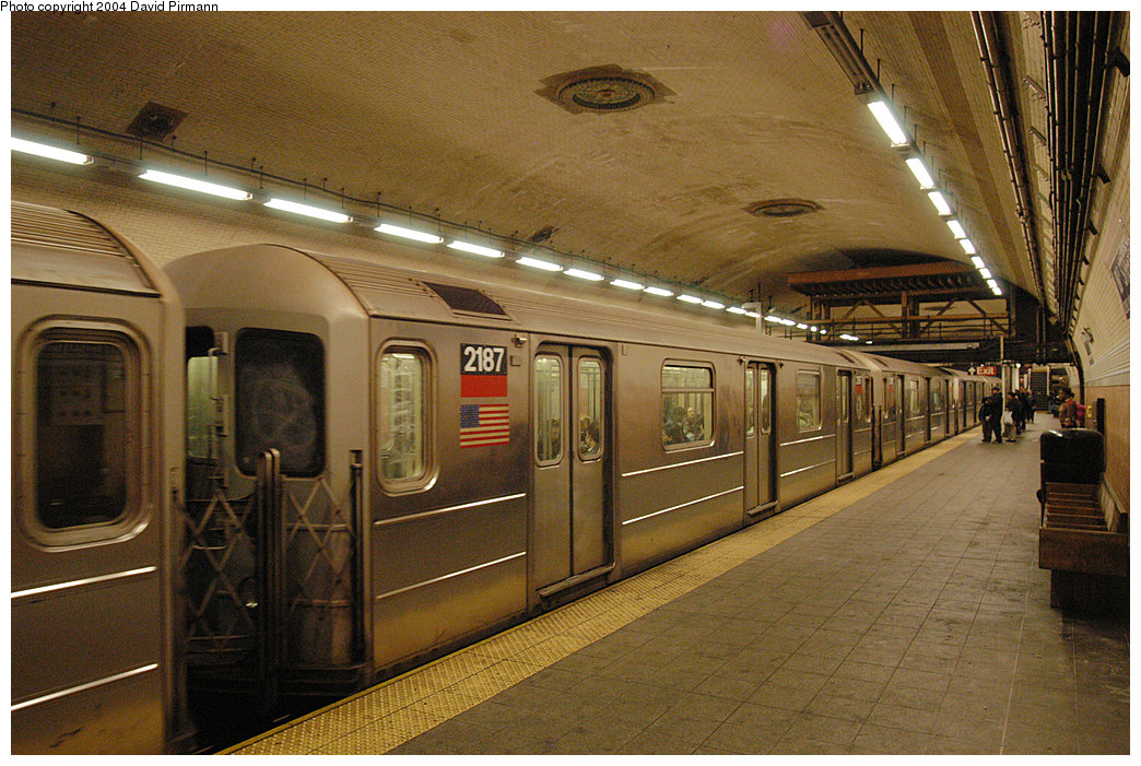 (312k, 1044x701)<br><b>Country:</b> United States<br><b>City:</b> New York<br><b>System:</b> New York City Transit<br><b>Line:</b> IRT West Side Line<br><b>Location:</b> 181st Street<br><b>Route:</b> 1<br><b>Car:</b> R-62A (Bombardier, 1984-1987) 2187 <br><b>Photo by:</b> David Pirmann<br><b>Date:</b> 11/6/2004<br><b>Viewed (this week/total):</b> 4 / 3997