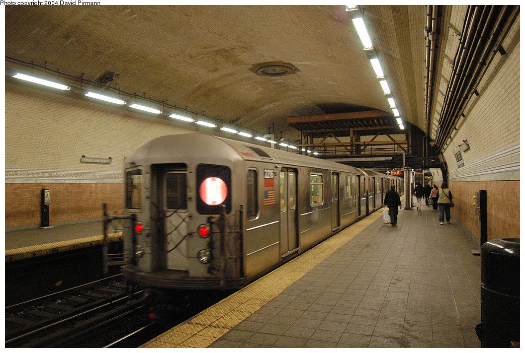 (303k, 1044x701)<br><b>Country:</b> United States<br><b>City:</b> New York<br><b>System:</b> New York City Transit<br><b>Line:</b> IRT West Side Line<br><b>Location:</b> 181st Street<br><b>Route:</b> 1<br><b>Car:</b> R-62A (Bombardier, 1984-1987) 2216 <br><b>Photo by:</b> David Pirmann<br><b>Date:</b> 11/6/2004<br><b>Viewed (this week/total):</b> 0 / 4373
