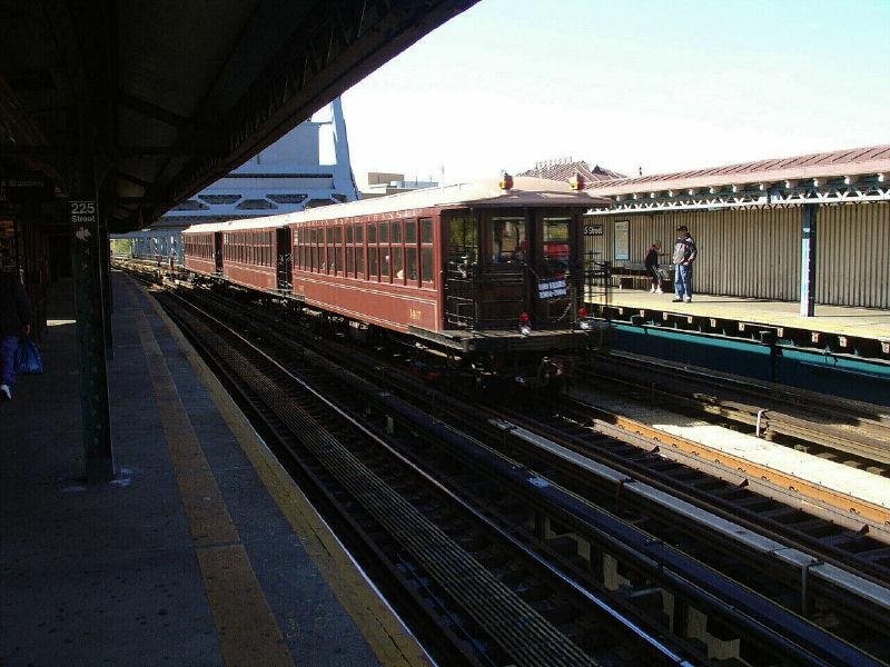 (112k, 800x600)<br><b>Country:</b> United States<br><b>City:</b> New York<br><b>System:</b> New York City Transit<br><b>Line:</b> IRT West Side Line<br><b>Location:</b> 225th Street<br><b>Route:</b> Fan Trip<br><b>Car:</b> BMT Elevated Gate Car 1407-1273-1404 <br><b>Photo by:</b> Fred Guenther<br><b>Date:</b> 11/6/2004<br><b>Viewed (this week/total):</b> 3 / 3614