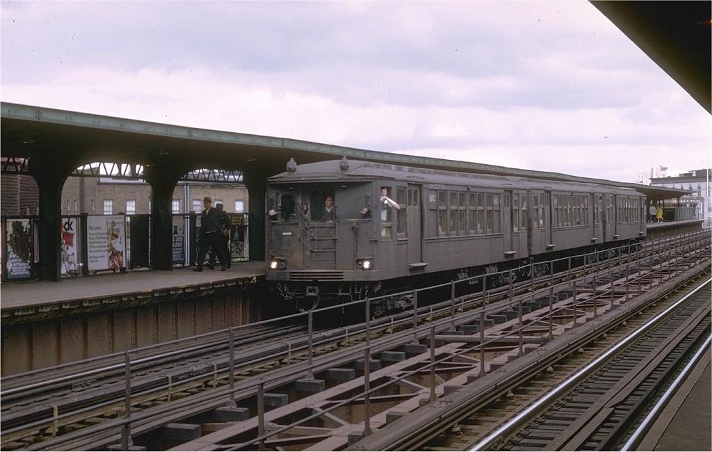 (186k, 1024x650)<br><b>Country:</b> United States<br><b>City:</b> New York<br><b>System:</b> New York City Transit<br><b>Line:</b> BMT Myrtle Avenue Line<br><b>Location:</b> Knickerbocker Avenue<br><b>Route:</b> Fan Trip<br><b>Car:</b> BMT Q 1602CBA <br><b>Photo by:</b> Joe Testagrose<br><b>Date:</b> 9/20/1969<br><b>Viewed (this week/total):</b> 0 / 4173