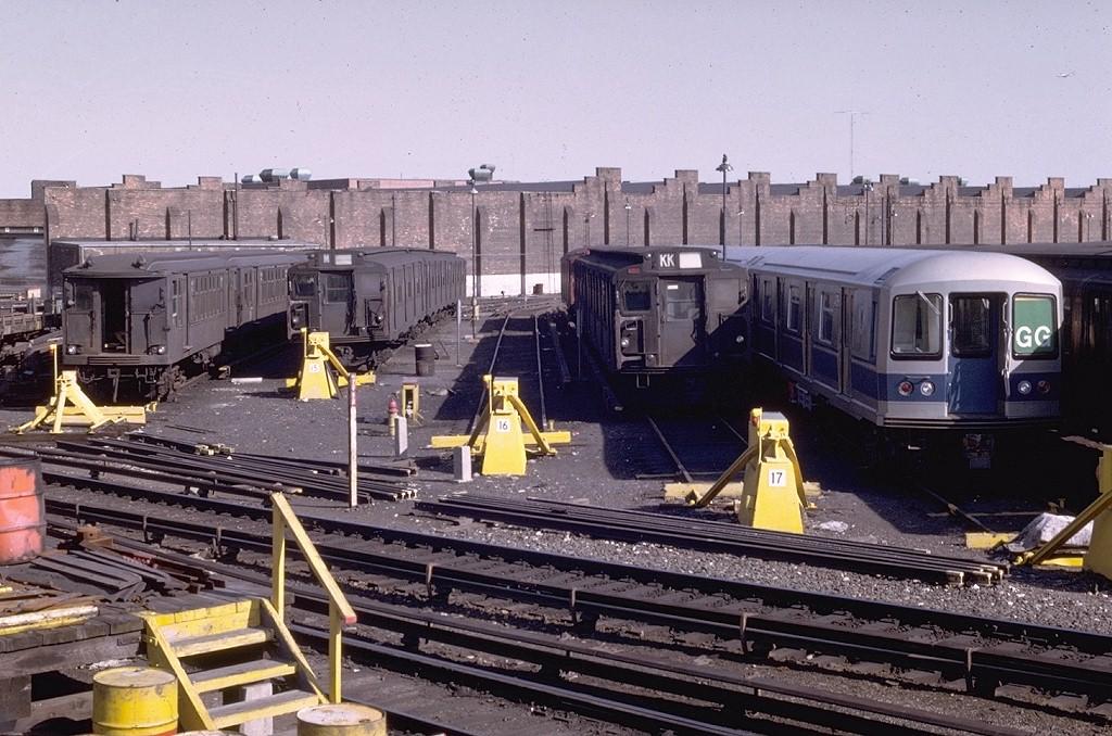 (228k, 1024x678)<br><b>Country:</b> United States<br><b>City:</b> New York<br><b>System:</b> New York City Transit<br><b>Location:</b> East New York Yard/Shops<br><b>Car:</b> BMT Q 1618 <br><b>Photo by:</b> Joe Testagrose<br><b>Date:</b> 4/13/1969<br><b>Viewed (this week/total):</b> 1 / 4003