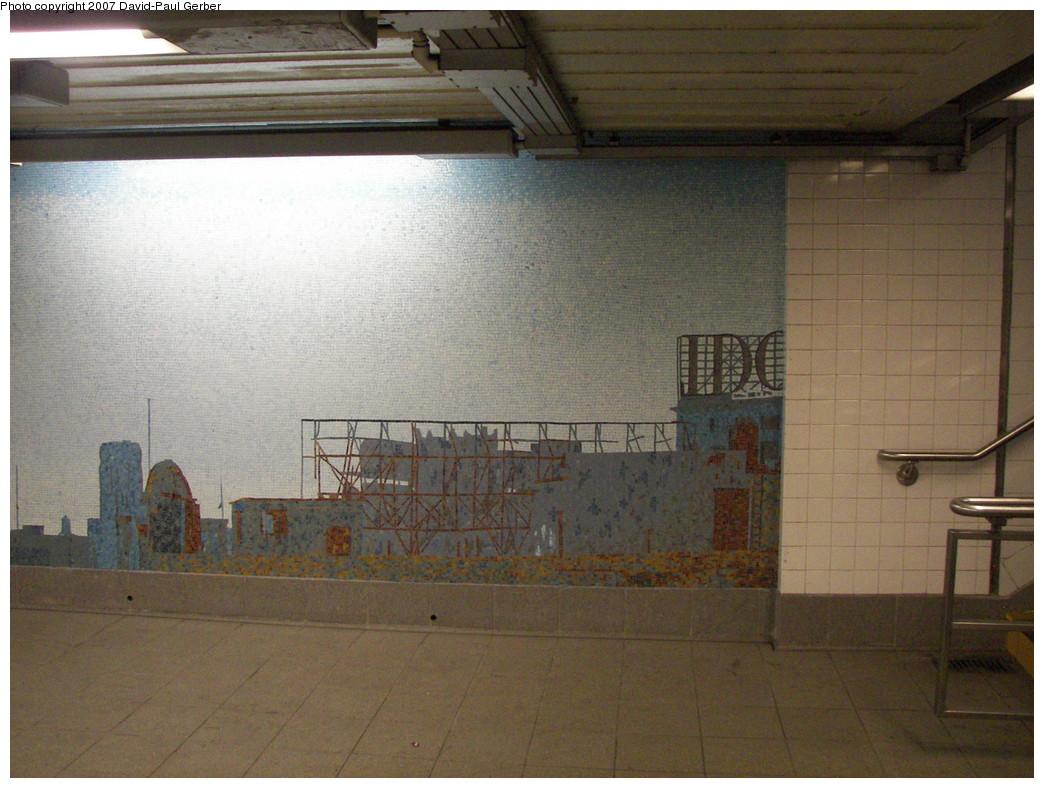 (269k, 1044x788)<br><b>Country:</b> United States<br><b>City:</b> New York<br><b>System:</b> New York City Transit<br><b>Line:</b> IND Queens Boulevard Line<br><b>Location:</b> Queens Plaza<br><b>Photo by:</b> David-Paul Gerber<br><b>Date:</b> 12/9/2007<br><b>Artwork:</b> <i>Look Up Not Down</i>, Ellen Harvey, 2005<br><b>Viewed (this week/total):</b> 5 / 2977