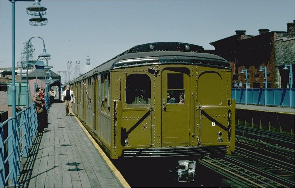 (198k, 1024x651)<br><b>Country:</b> United States<br><b>City:</b> New York<br><b>System:</b> New York City Transit<br><b>Line:</b> BMT Nassau Street-Jamaica Line<br><b>Location:</b> Marcy Avenue<br><b>Route:</b> Fan Trip<br><b>Car:</b> BMT A/B-Type Standard 2392 <br><b>Photo by:</b> Joe Testagrose<br><b>Date:</b> 4/30/1977<br><b>Viewed (this week/total):</b> 0 / 3056