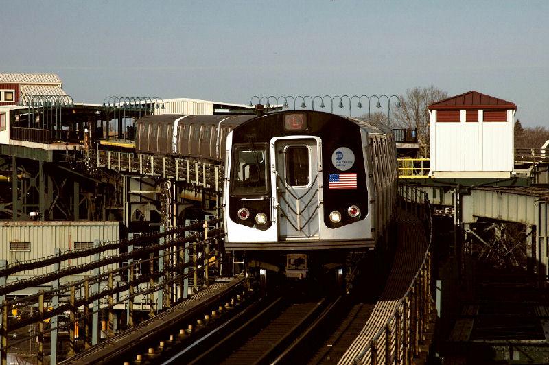 (115k, 800x532)<br><b>Country:</b> United States<br><b>City:</b> New York<br><b>System:</b> New York City Transit<br><b>Line:</b> BMT Canarsie Line<br><b>Location:</b> Atlantic Avenue<br><b>Route:</b> L<br><b>Car:</b> R-143 (Kawasaki, 2001-2002)  <br><b>Photo by:</b> Fred Guenther<br><b>Date:</b> 1/1/2005<br><b>Viewed (this week/total):</b> 5 / 4418