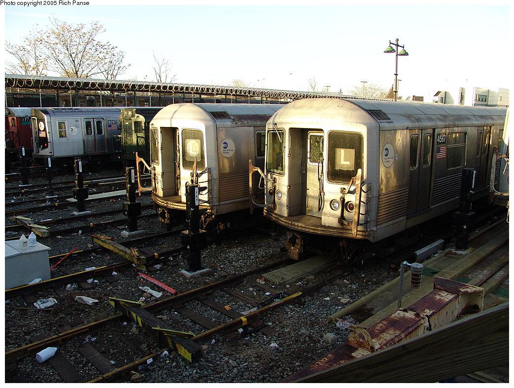 (261k, 1044x788)<br><b>Country:</b> United States<br><b>City:</b> New York<br><b>System:</b> New York City Transit<br><b>Location:</b> Rockaway Parkway (Canarsie) Yard<br><b>Car:</b> R-42 (St. Louis, 1969-1970) 4557 <br><b>Photo by:</b> Richard Panse<br><b>Date:</b> 1/1/2005<br><b>Viewed (this week/total):</b> 5 / 5774