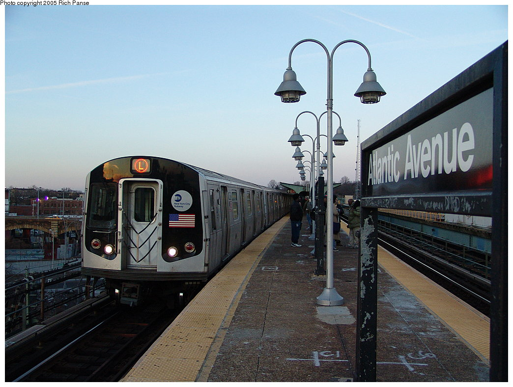 (201k, 1044x788)<br><b>Country:</b> United States<br><b>City:</b> New York<br><b>System:</b> New York City Transit<br><b>Line:</b> BMT Canarsie Line<br><b>Location:</b> Atlantic Avenue<br><b>Route:</b> L<br><b>Car:</b> R-143 (Kawasaki, 2001-2002) 8272 <br><b>Photo by:</b> Richard Panse<br><b>Date:</b> 1/1/2005<br><b>Viewed (this week/total):</b> 5 / 5731