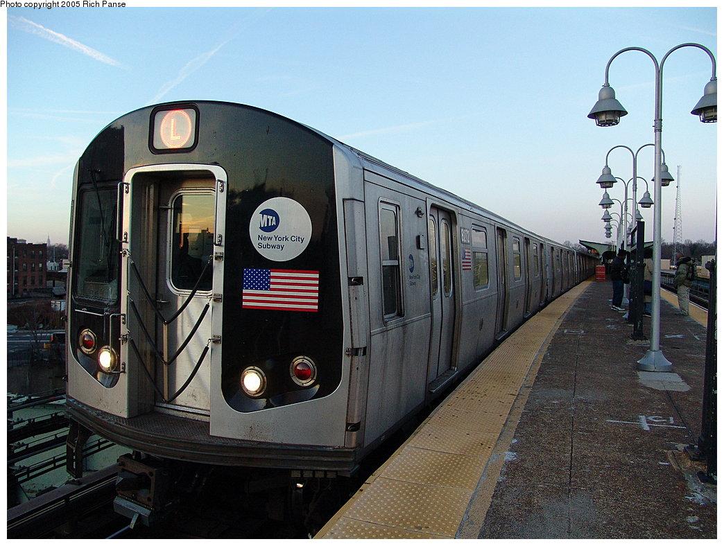 (206k, 1044x788)<br><b>Country:</b> United States<br><b>City:</b> New York<br><b>System:</b> New York City Transit<br><b>Line:</b> BMT Canarsie Line<br><b>Location:</b> Atlantic Avenue<br><b>Route:</b> L<br><b>Car:</b> R-143 (Kawasaki, 2001-2002) 8272 <br><b>Photo by:</b> Richard Panse<br><b>Date:</b> 1/1/2005<br><b>Viewed (this week/total):</b> 3 / 3728