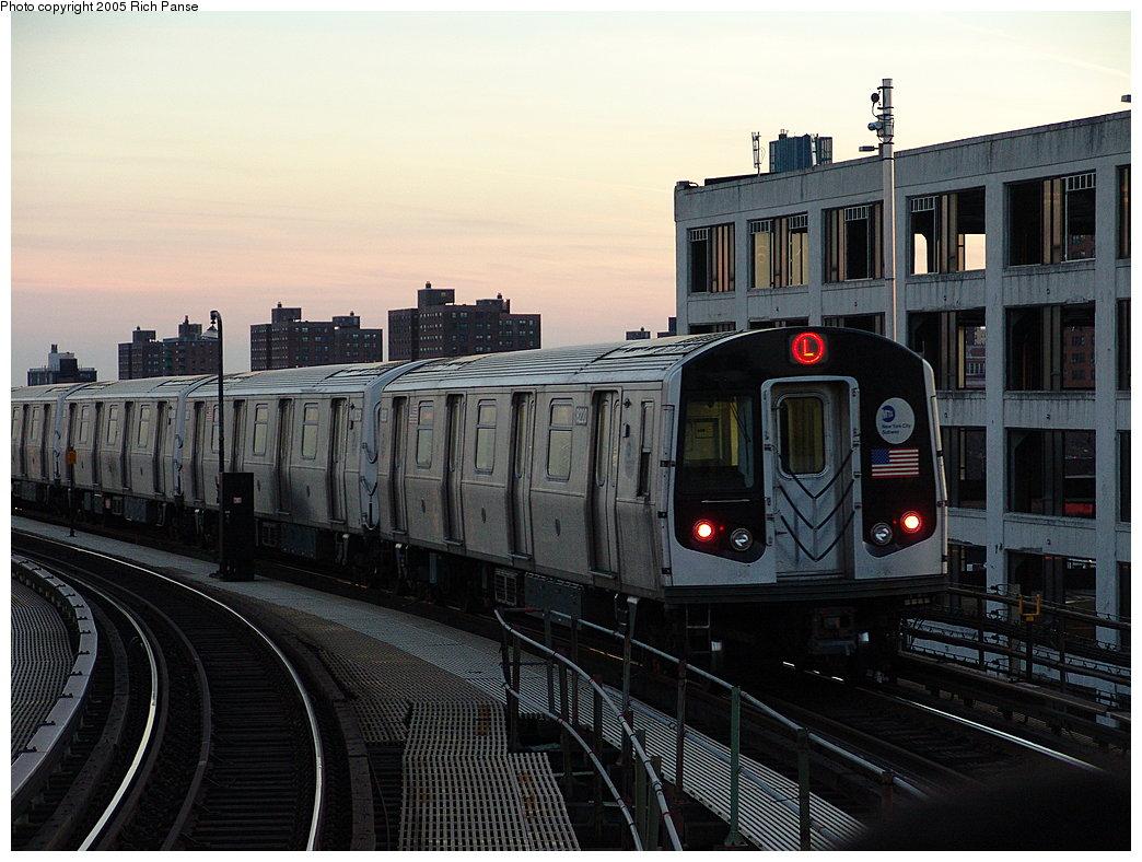 (189k, 1044x788)<br><b>Country:</b> United States<br><b>City:</b> New York<br><b>System:</b> New York City Transit<br><b>Line:</b> BMT Canarsie Line<br><b>Location:</b> Atlantic Avenue<br><b>Route:</b> L<br><b>Car:</b> R-143 (Kawasaki, 2001-2002) 8220 <br><b>Photo by:</b> Richard Panse<br><b>Date:</b> 1/1/2005<br><b>Viewed (this week/total):</b> 4 / 4987