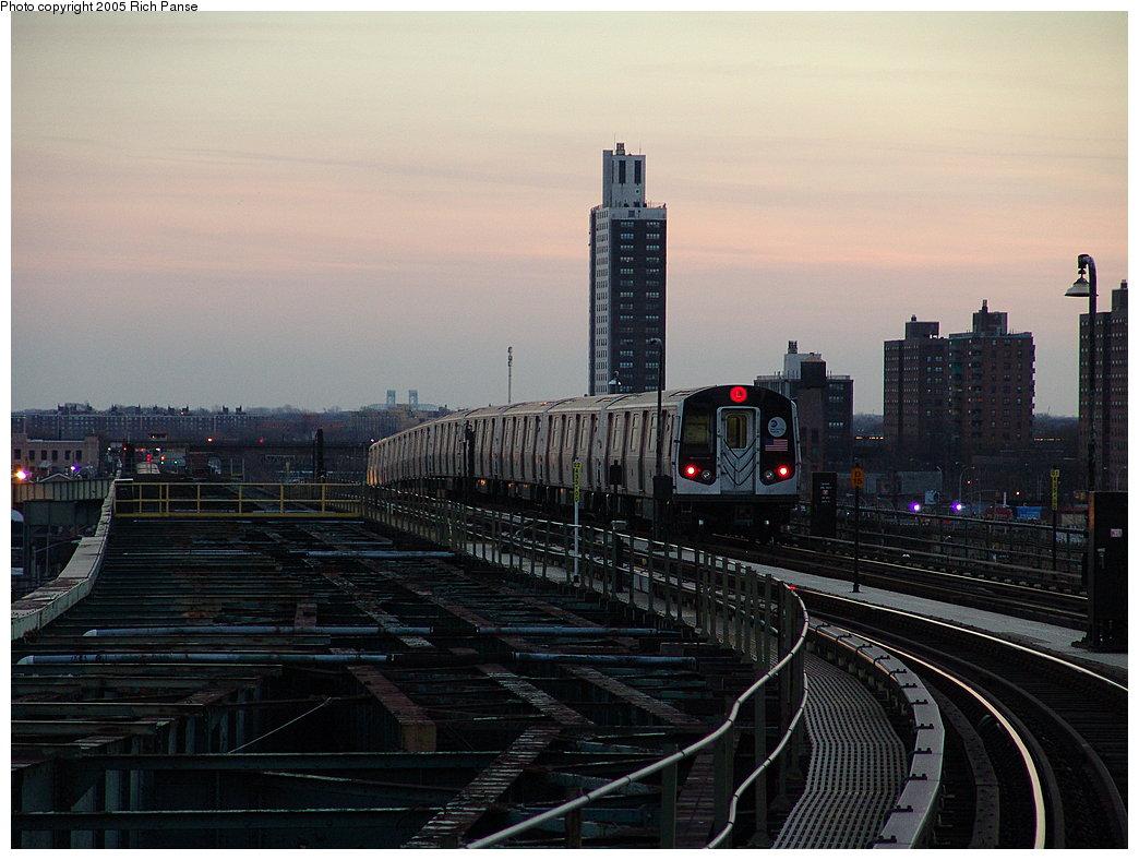(172k, 1044x788)<br><b>Country:</b> United States<br><b>City:</b> New York<br><b>System:</b> New York City Transit<br><b>Line:</b> BMT Canarsie Line<br><b>Location:</b> Atlantic Avenue<br><b>Route:</b> L<br><b>Car:</b> R-143 (Kawasaki, 2001-2002) 8220 <br><b>Photo by:</b> Richard Panse<br><b>Date:</b> 1/1/2005<br><b>Viewed (this week/total):</b> 2 / 4784