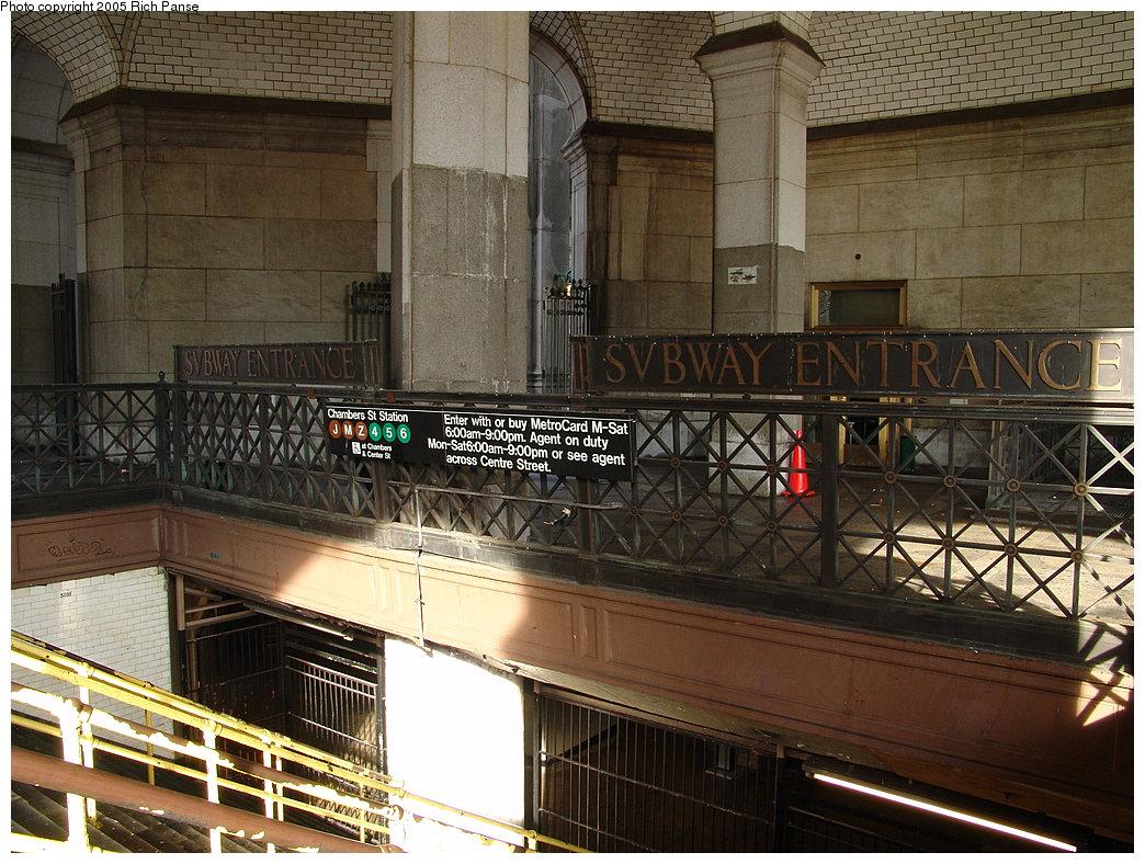 (241k, 1044x788)<br><b>Country:</b> United States<br><b>City:</b> New York<br><b>System:</b> New York City Transit<br><b>Line:</b> BMT Nassau Street-Jamaica Line<br><b>Location:</b> Chambers Street<br><b>Photo by:</b> Richard Panse<br><b>Date:</b> 1/1/2005<br><b>Viewed (this week/total):</b> 4 / 10149