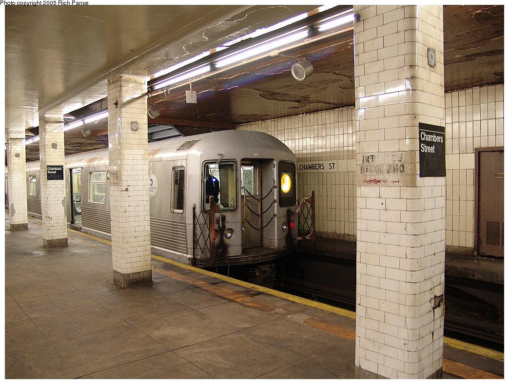 (238k, 1044x788)<br><b>Country:</b> United States<br><b>City:</b> New York<br><b>System:</b> New York City Transit<br><b>Line:</b> BMT Nassau Street-Jamaica Line<br><b>Location:</b> Chambers Street<br><b>Route:</b> J<br><b>Car:</b> R-42 (St. Louis, 1969-1970)  <br><b>Photo by:</b> Richard Panse<br><b>Date:</b> 1/1/2005<br><b>Viewed (this week/total):</b> 1 / 5671