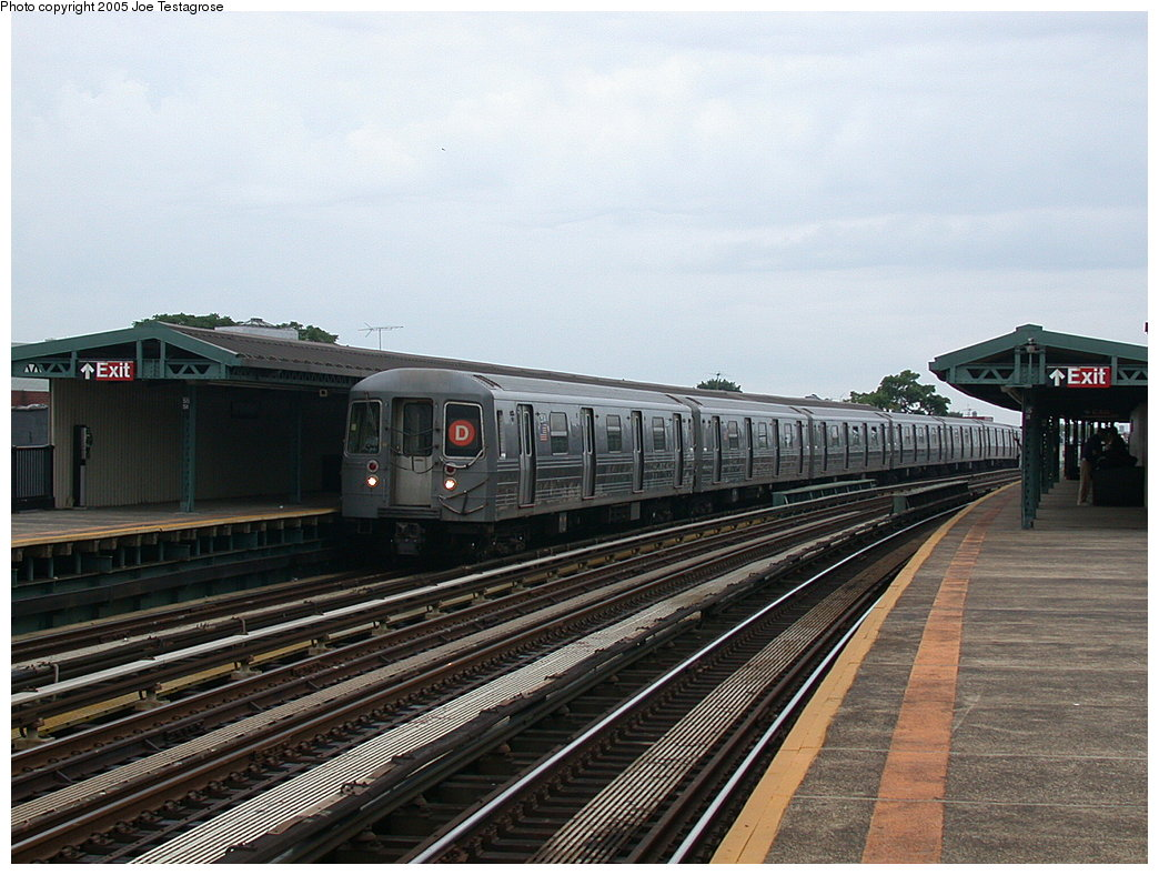 (213k, 1044x788)<br><b>Country:</b> United States<br><b>City:</b> New York<br><b>System:</b> New York City Transit<br><b>Line:</b> BMT West End Line<br><b>Location:</b> 55th Street<br><b>Route:</b> D<br><b>Car:</b> R-68 (Westinghouse-Amrail, 1986-1988) 2504 <br><b>Photo by:</b> Joe Testagrose<br><b>Date:</b> 7/18/2004<br><b>Viewed (this week/total):</b> 4 / 3220