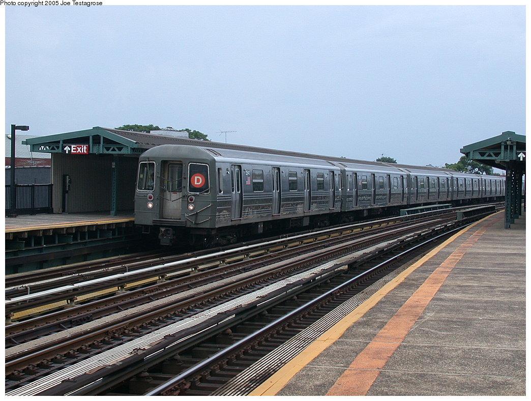 (238k, 1044x788)<br><b>Country:</b> United States<br><b>City:</b> New York<br><b>System:</b> New York City Transit<br><b>Line:</b> BMT West End Line<br><b>Location:</b> 55th Street<br><b>Route:</b> D<br><b>Car:</b> R-68 (Westinghouse-Amrail, 1986-1988) 2540 <br><b>Photo by:</b> Joe Testagrose<br><b>Date:</b> 7/18/2004<br><b>Viewed (this week/total):</b> 0 / 3117
