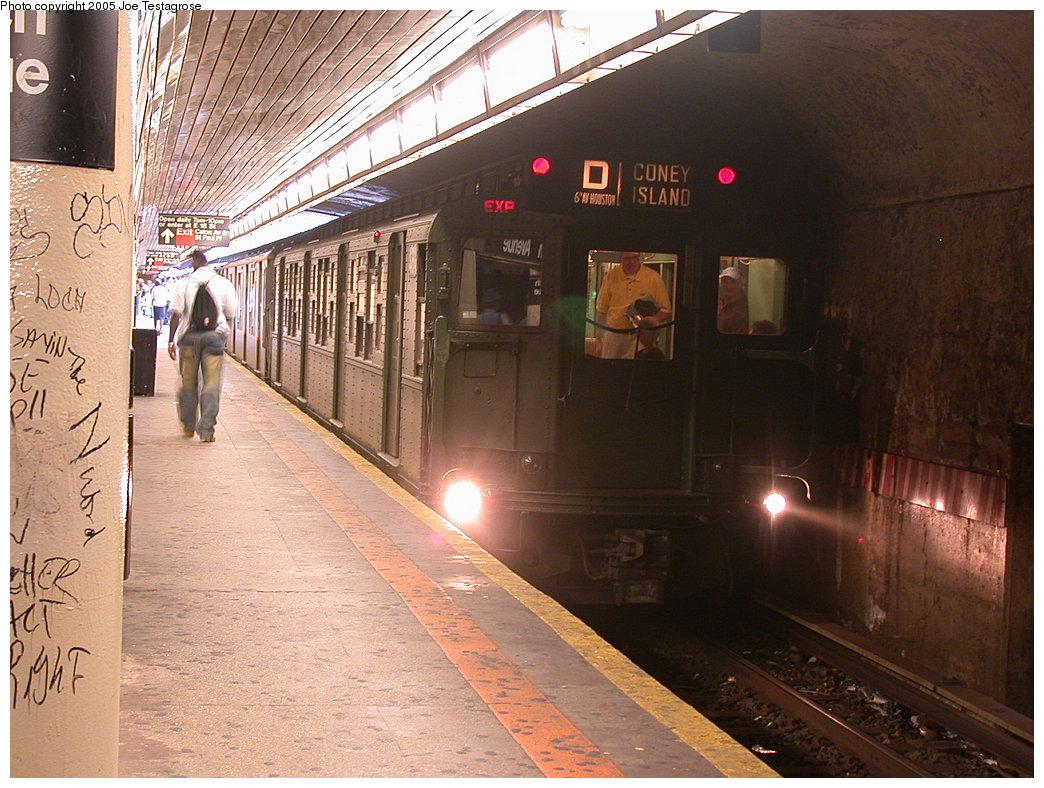 (243k, 1044x788)<br><b>Country:</b> United States<br><b>City:</b> New York<br><b>System:</b> New York City Transit<br><b>Line:</b> BMT Brighton Line<br><b>Location:</b> Church Avenue<br><b>Route:</b> Fan Trip<br><b>Car:</b> R-4 (American Car & Foundry, 1932-1933) 484 <br><b>Photo by:</b> Joe Testagrose<br><b>Date:</b> 7/18/2004<br><b>Viewed (this week/total):</b> 1 / 5731