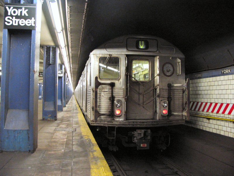 (107k, 800x600)<br><b>Country:</b> United States<br><b>City:</b> New York<br><b>System:</b> New York City Transit<br><b>Line:</b> IND 6th Avenue Line<br><b>Location:</b> York Street<br><b>Route:</b> V<br><b>Car:</b> R-38 (St. Louis, 1966-1967) 3973 <br><b>Photo by:</b> Dante D. Angerville<br><b>Date:</b> 1/25/2005<br><b>Viewed (this week/total):</b> 5 / 8858