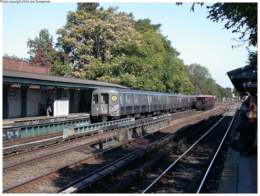 (330k, 1044x788)<br><b>Country:</b> United States<br><b>City:</b> New York<br><b>System:</b> New York City Transit<br><b>Line:</b> BMT Brighton Line<br><b>Location:</b> Avenue U<br><b>Route:</b> Q<br><b>Car:</b> R-68A (Kawasaki, 1988-1989) 5004 <br><b>Photo by:</b> Joe Testagrose<br><b>Date:</b> 10/23/2004<br><b>Viewed (this week/total):</b> 2 / 4499