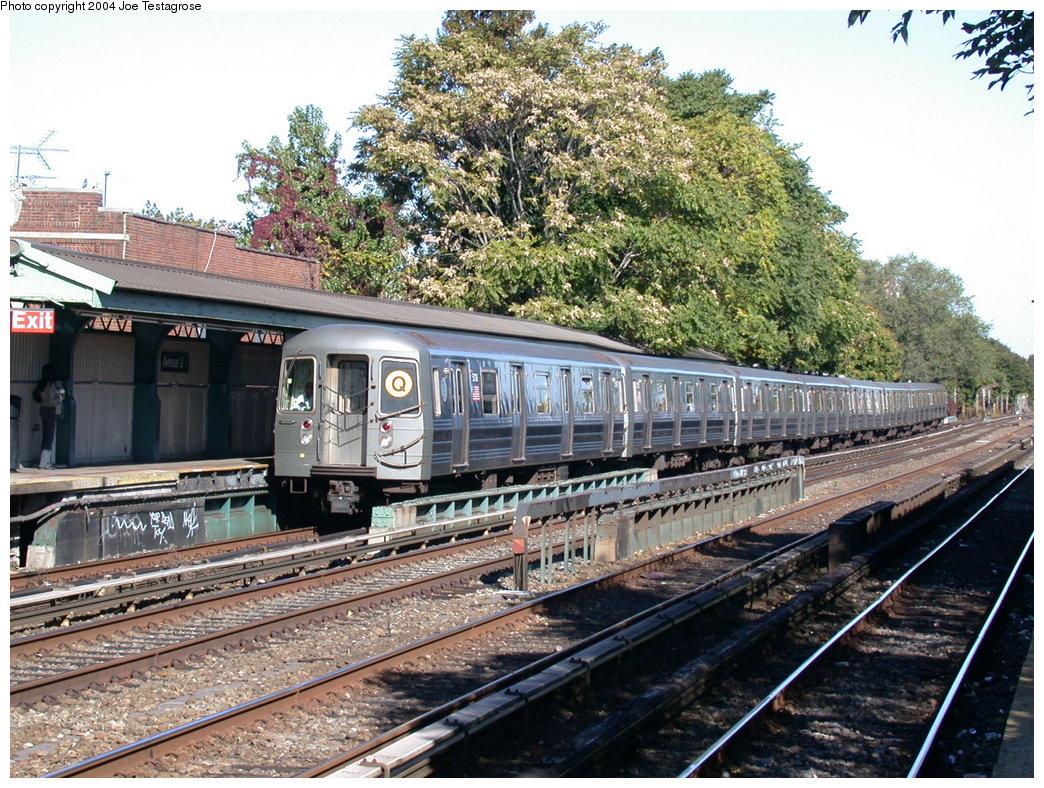 (297k, 1044x788)<br><b>Country:</b> United States<br><b>City:</b> New York<br><b>System:</b> New York City Transit<br><b>Line:</b> BMT Brighton Line<br><b>Location:</b> Avenue U<br><b>Route:</b> Q<br><b>Car:</b> R-68A (Kawasaki, 1988-1989) 5116 <br><b>Photo by:</b> Joe Testagrose<br><b>Date:</b> 10/23/2004<br><b>Viewed (this week/total):</b> 4 / 4476