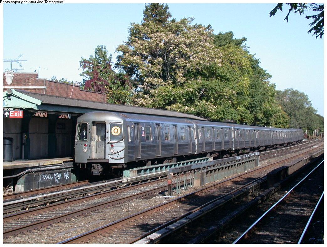 (275k, 1044x788)<br><b>Country:</b> United States<br><b>City:</b> New York<br><b>System:</b> New York City Transit<br><b>Line:</b> BMT Brighton Line<br><b>Location:</b> Avenue U<br><b>Route:</b> Q<br><b>Car:</b> R-68A (Kawasaki, 1988-1989) 5138 <br><b>Photo by:</b> Joe Testagrose<br><b>Date:</b> 10/23/2004<br><b>Viewed (this week/total):</b> 6 / 4686