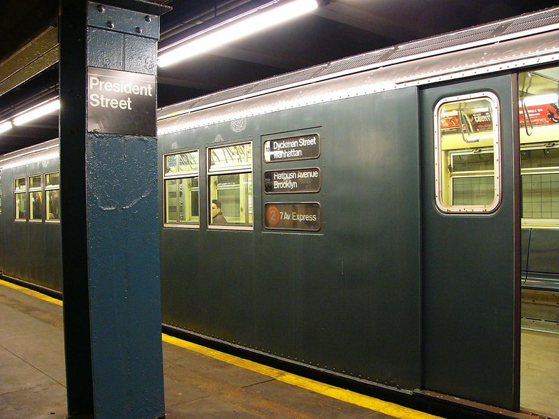 (86k, 800x600)<br><b>Country:</b> United States<br><b>City:</b> New York<br><b>System:</b> New York City Transit<br><b>Line:</b> IRT Brooklyn Line<br><b>Location:</b> President Street<br><b>Route:</b> Fan Trip<br><b>Car:</b> R-33 Main Line (St. Louis, 1962-63) 9068 <br><b>Photo by:</b> Ted Siuta<br><b>Date:</b> 2/27/2005<br><b>Viewed (this week/total):</b> 0 / 7341
