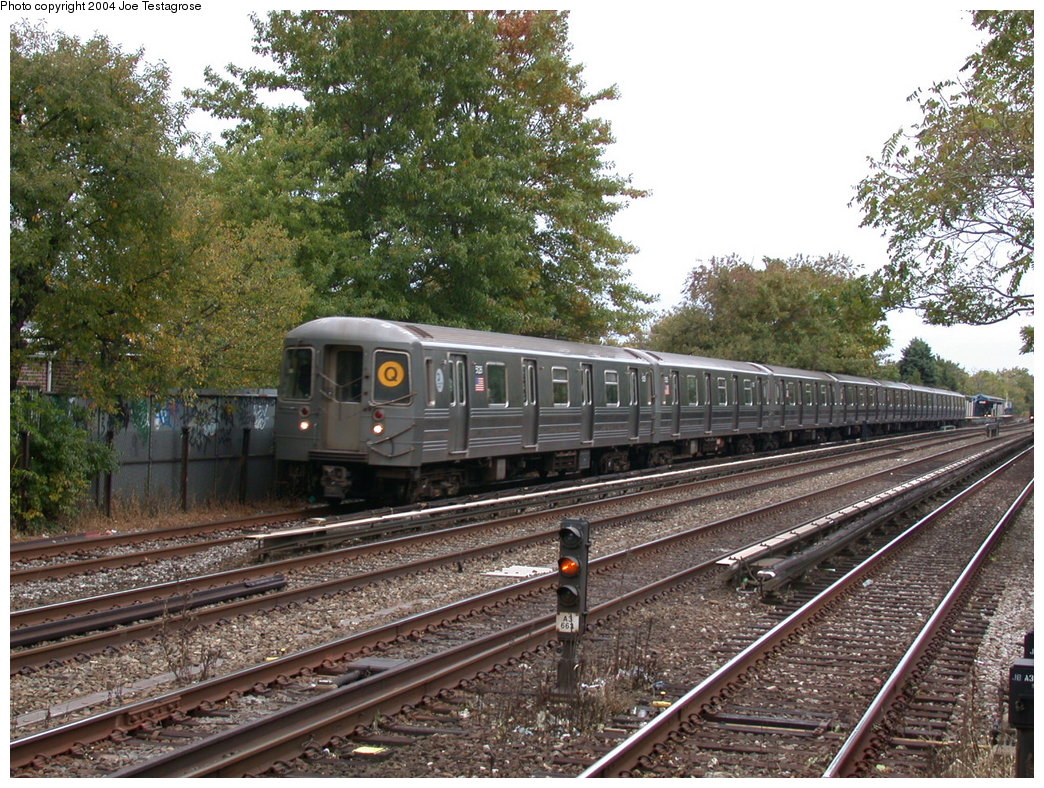 (301k, 1044x788)<br><b>Country:</b> United States<br><b>City:</b> New York<br><b>System:</b> New York City Transit<br><b>Line:</b> BMT Brighton Line<br><b>Location:</b> Avenue U<br><b>Route:</b> Q<br><b>Car:</b> R-68A (Kawasaki, 1988-1989) 5126 <br><b>Photo by:</b> Joe Testagrose<br><b>Date:</b> 10/23/2004<br><b>Viewed (this week/total):</b> 4 / 4202