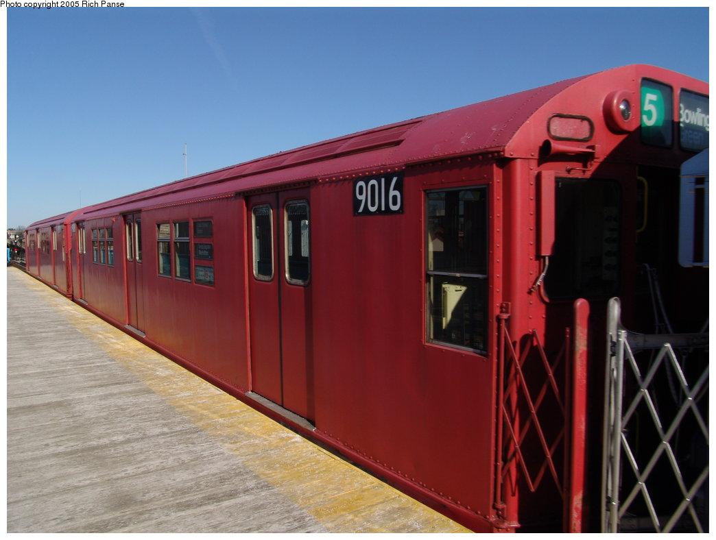 (143k, 1044x788)<br><b>Country:</b> United States<br><b>City:</b> New York<br><b>System:</b> New York City Transit<br><b>Line:</b> IRT White Plains Road Line<br><b>Location:</b> 238th Street (Nereid Avenue)<br><b>Route:</b> Fan Trip<br><b>Car:</b> R-33 Main Line (St. Louis, 1962-63) 9016 <br><b>Photo by:</b> Richard Panse<br><b>Date:</b> 2/27/2005<br><b>Viewed (this week/total):</b> 4 / 6544