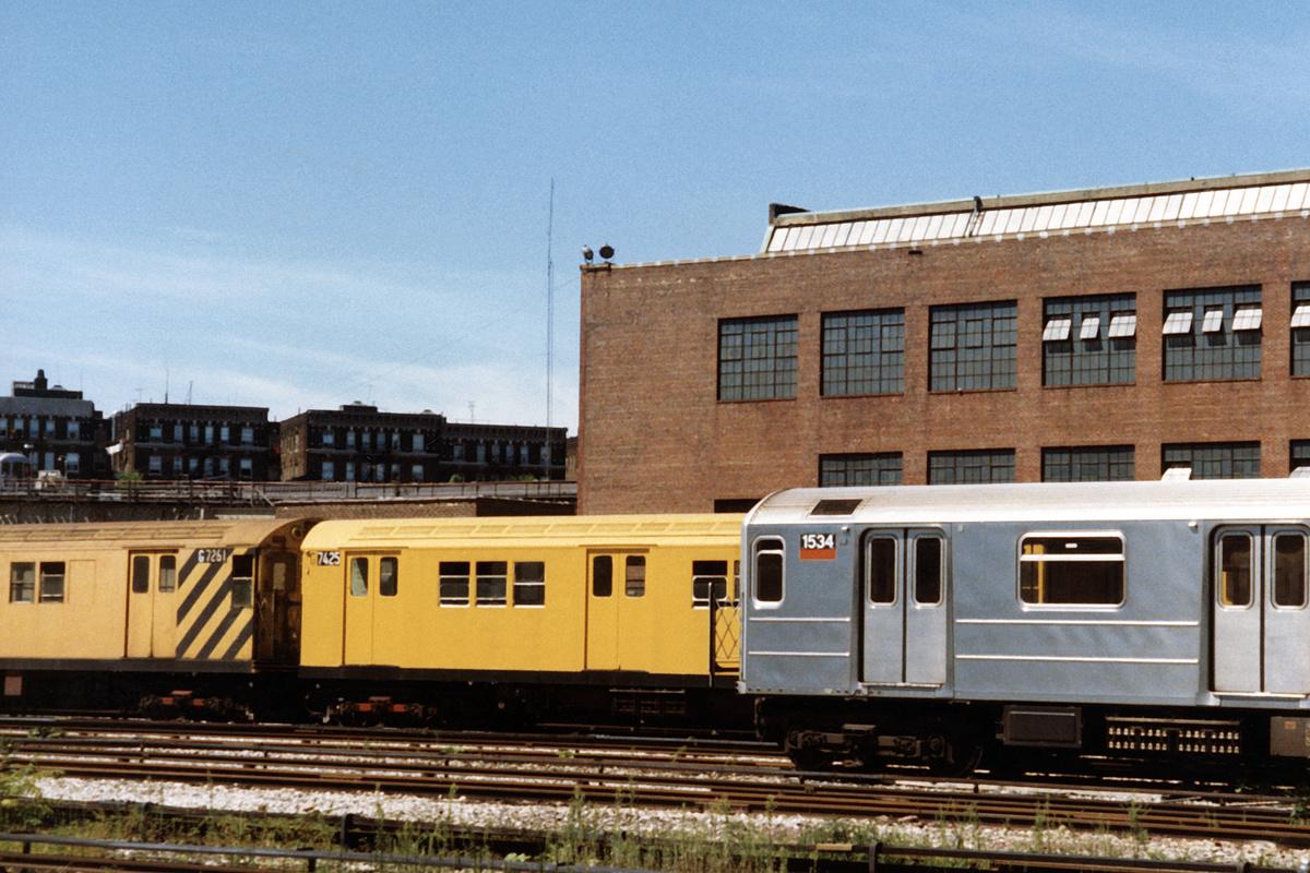 (514k, 1200x800)<br><b>Country:</b> United States<br><b>City:</b> New York<br><b>System:</b> New York City Transit<br><b>Location:</b> 207th Street Yard<br><b>Car:</b> Garbage Motor (R-21/R-22 Rebuilds) G7425/G7261 <br><b>Photo by:</b> David Boone<br><b>Collection of:</b> David Pirmann<br><b>Date:</b> 8/26/1989<br><b>Viewed (this week/total):</b> 3 / 5637