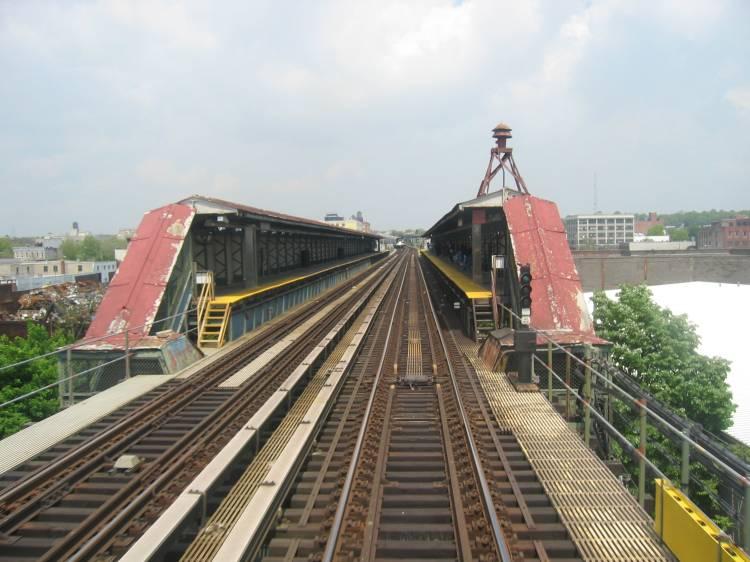 (60k, 750x562)<br><b>Country:</b> United States<br><b>City:</b> New York<br><b>System:</b> New York City Transit<br><b>Line:</b> BMT Canarsie Line<br><b>Location:</b> Sutter Avenue<br><b>Photo by:</b> Robbie Rosenfeld<br><b>Date:</b> 5/17/2005<br><b>Viewed (this week/total):</b> 0 / 5357