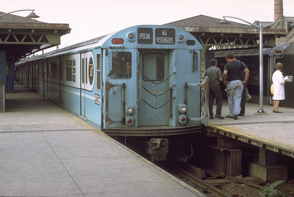 (185k, 1024x686)<br><b>Country:</b> United States<br><b>City:</b> New York<br><b>System:</b> New York City Transit<br><b>Line:</b> IRT White Plains Road Line<br><b>Location:</b> East 180th Street<br><b>Route:</b> Fan Trip<br><b>Car:</b> R-33 World's Fair (St. Louis, 1963-64) 9326 <br><b>Photo by:</b> Joe Testagrose<br><b>Date:</b> 9/21/1971<br><b>Viewed (this week/total):</b> 0 / 3932