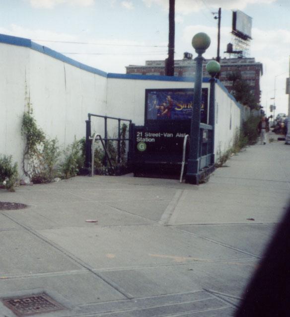 (59k, 584x638)<br><b>Country:</b> United States<br><b>City:</b> New York<br><b>System:</b> New York City Transit<br><b>Line:</b> IND Crosstown Line<br><b>Location:</b> 21st Street/Van Alst<br><b>Photo by:</b> Kevin Wong<br><b>Date:</b> 9/2003<br><b>Viewed (this week/total):</b> 5 / 8128